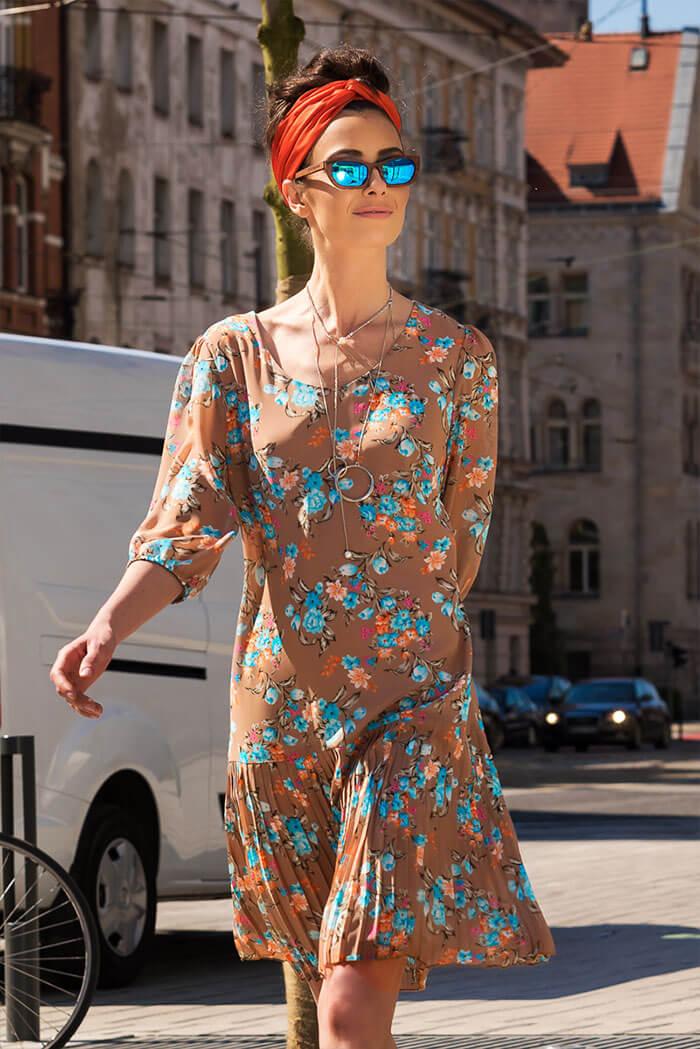 Suknia Plis- wzór kwiaty, beż