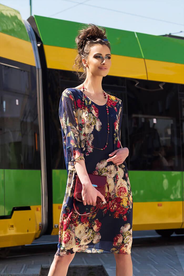 Suknia Kontrafałda – wzór kwiaty, granat